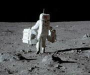 Сила тяжести на Луне в 6 раз меньше, чем на Земле.