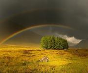 Темная полоса между радугами